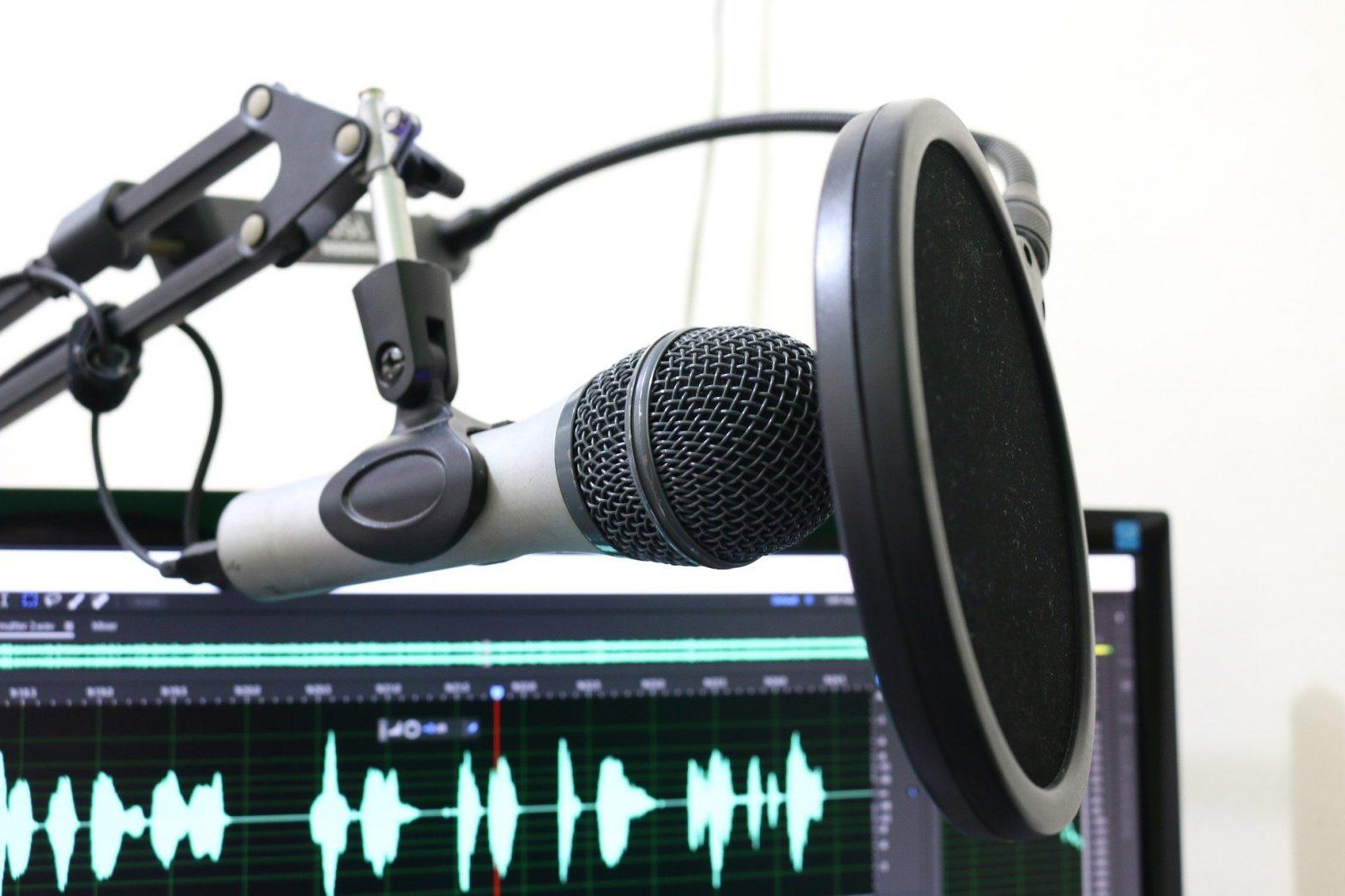 florantevaldez - microphone-2170045 auf Pixabay